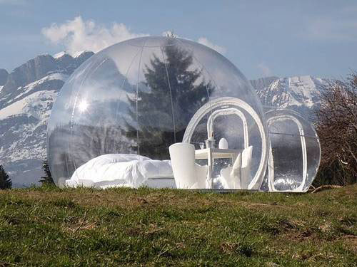 Transparent Bed &amp; Breakfast Bubble Room