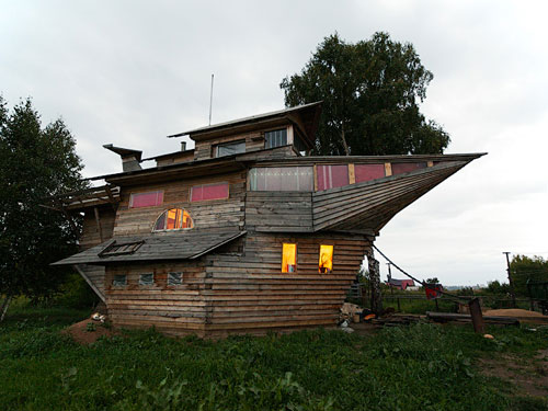 House In The Shape Of A Boat