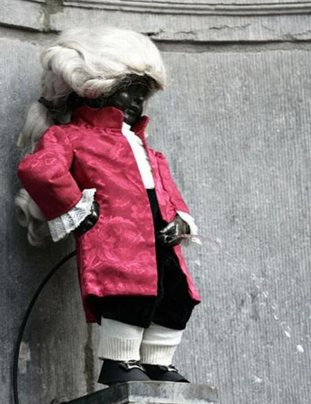 Manneken Pis Dressed As Mozart