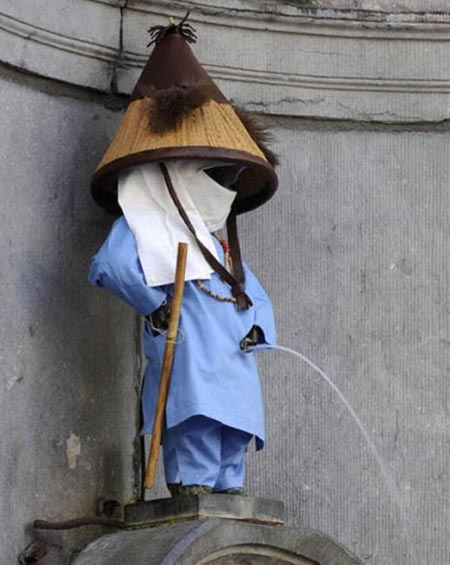 Manneken Pis Dressed In Ancient Asian Costume