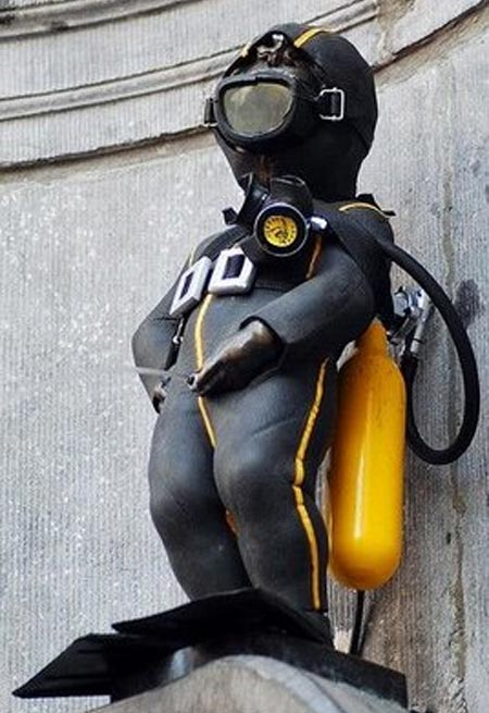 Manneken Pis Dressed As A Scuba Diver